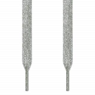 Flate, sølvfargede skolisser